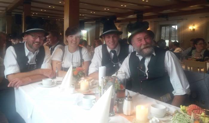 Korbinian-lohmeyer-hochzeit-trachtenverein-1